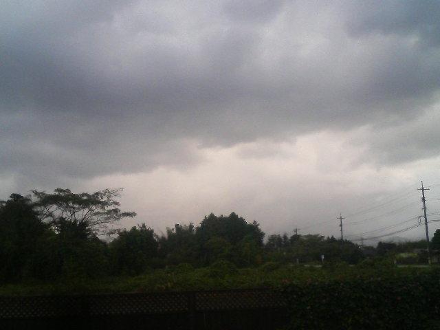 只今、落雷のため伯耆町八郷地区 停電中です。