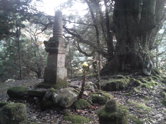 尼子晴久公のお墓