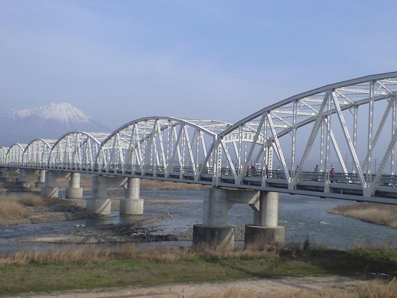 旧日野橋を通過中