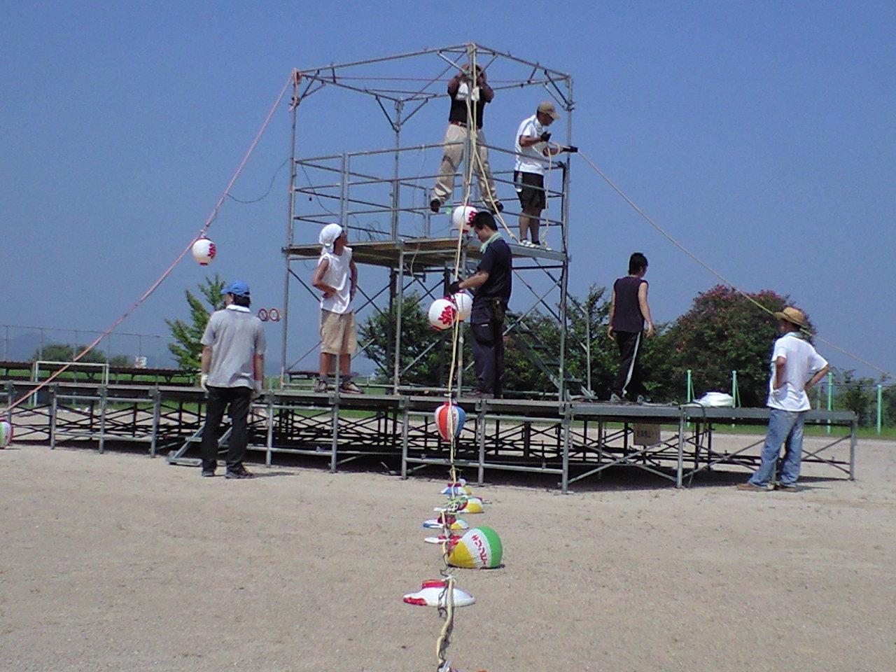 盆踊りの櫓組ボランティア
