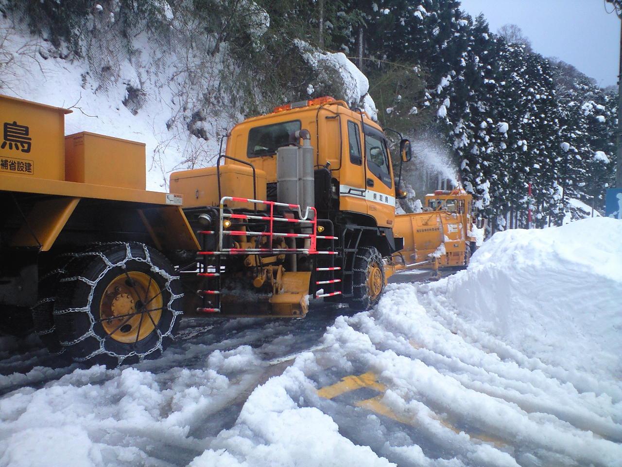 豪雪の三徳山