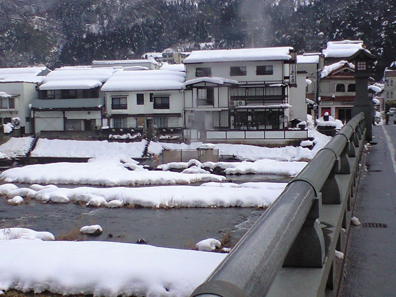 雪ふる露天河原温泉