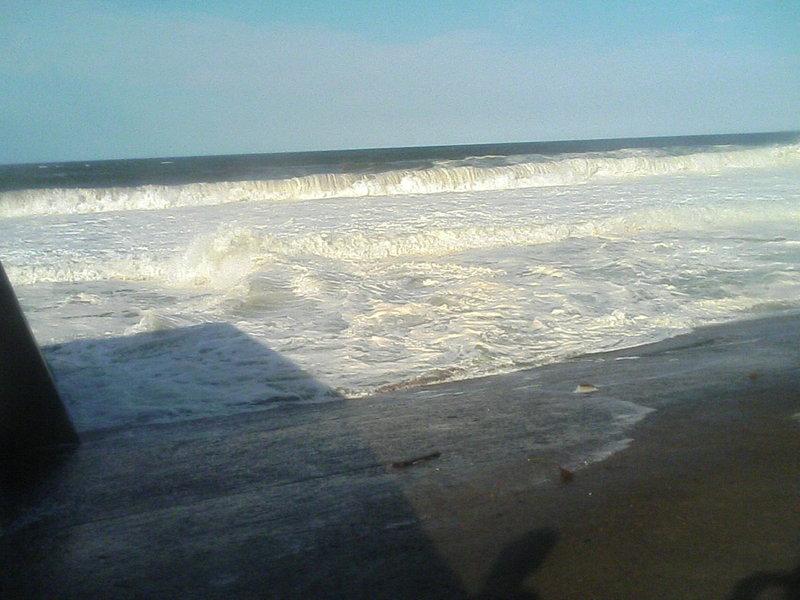 日本海・波高し
