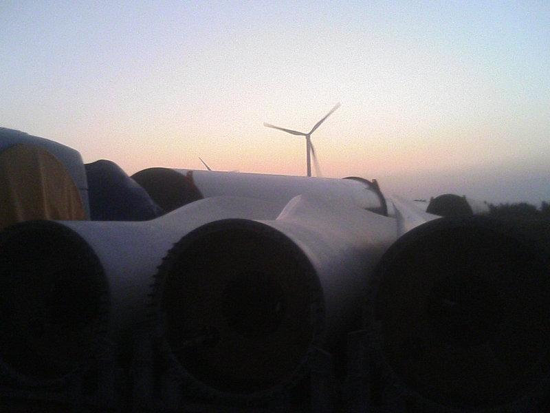 風力発電の風車、デカッ!