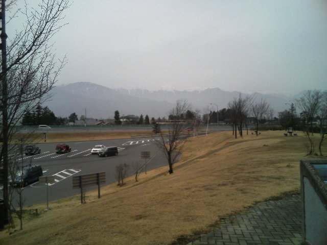 ぼんやりと常念岳、天井岳、燕岳が。