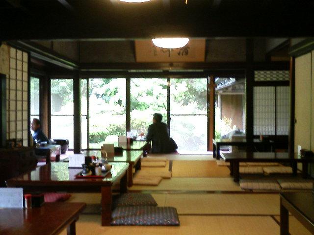 雨と庭と、矢田貝邸のお蕎麦