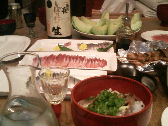 今日も、アジ丼と日本酒で乾杯〜!